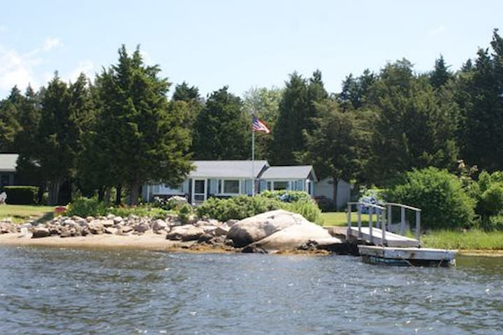 Waterfront Two Bedroom Cottage - Private Setting