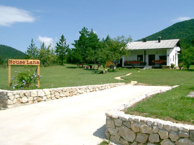 Mountain View Holiday Home near Plitvice Lakes - Korenica - Huis