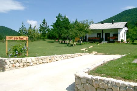 Mountain View Holiday Home near Plitvice Lakes - Korenica