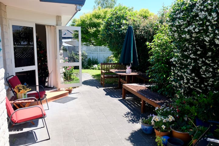 Experience Havelock North's Friendliest Homestay!