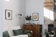 Raffah House Sitting Room | Full of coffee table books, magazines & travelling tips around Oatlands and Tasmania
