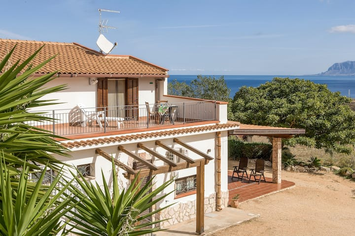 Studio in Scopello, with wonderful sea view, enclosed garden and WiFi - 300 m from the beach