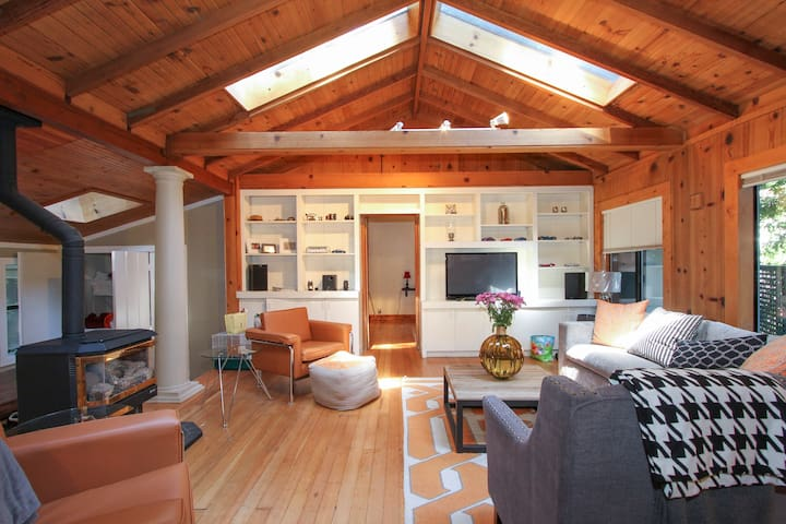 Charming Cabin- All New Furnishings
