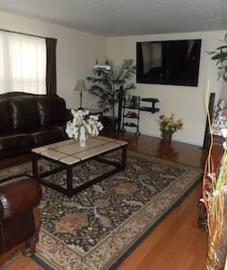 2 Bedrooms & 1 Living room suite    - Columbus - House