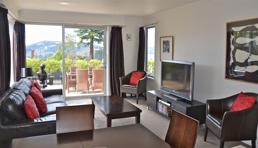 Fabulous 2 bedroom apartment with stunning views