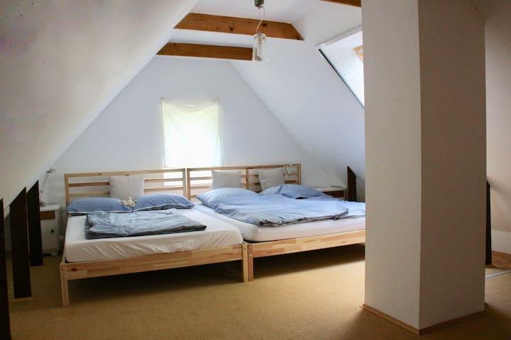 Familienbett (3m breit), Dachboden