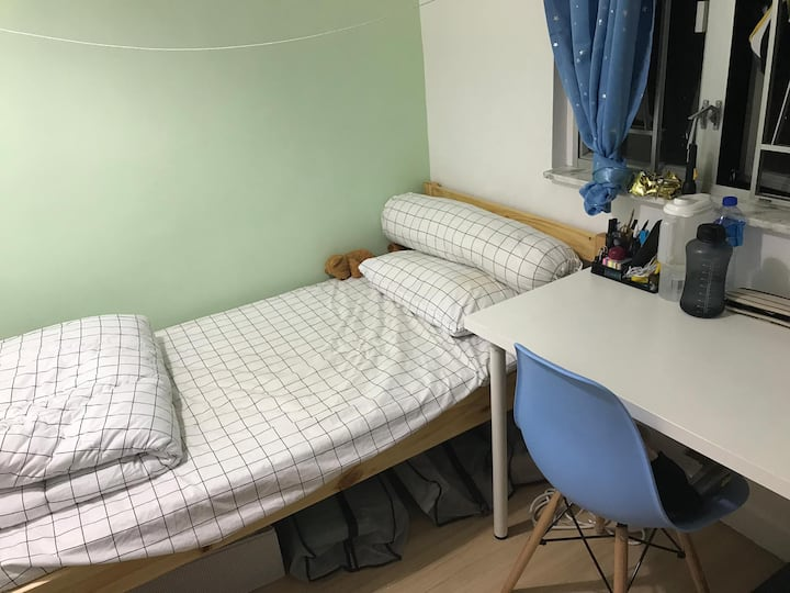 Sai Yun Pun room for 1 person  with LIFT  ( s4d)
