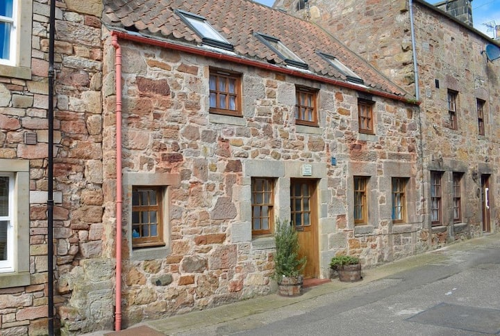 Cosy & relaxing main door flat in centre of Crail