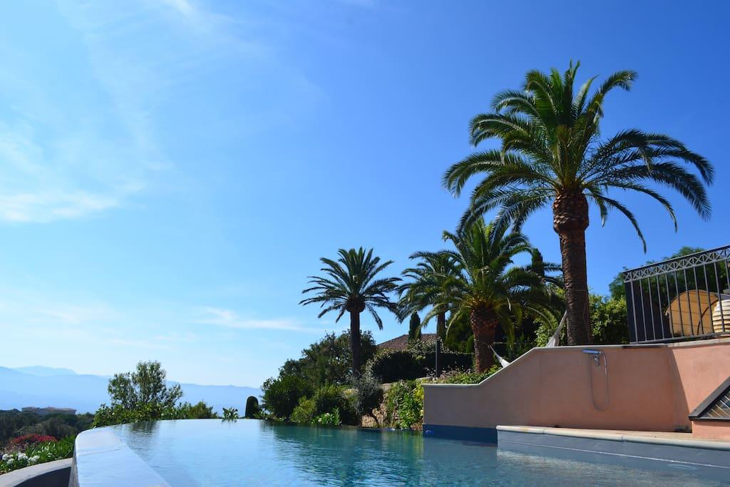 Villa terrasse et piscine, Vue mer et montagne