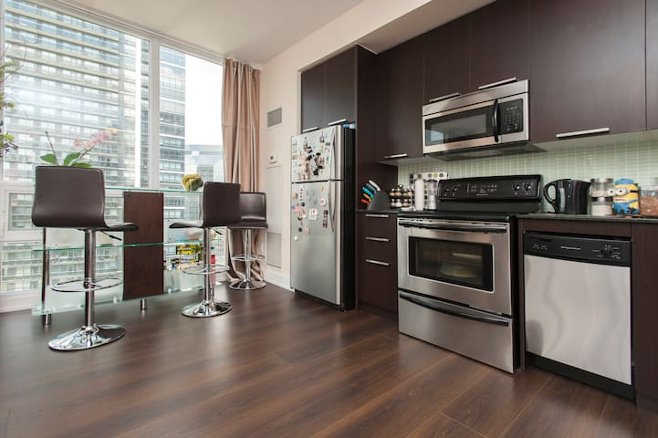 Great View, Location + Free Parking - Toronto - Kondominium