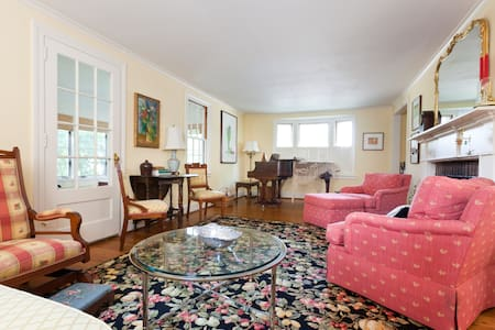 Lovely New England Cape Cod!  - West Hartford - บ้าน
