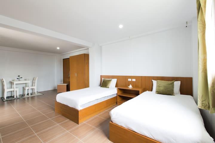 2 Beds - Clean - Modern - Free WiFi