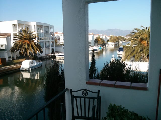 Apartment by the Channel. - Empuriabrava - Byt