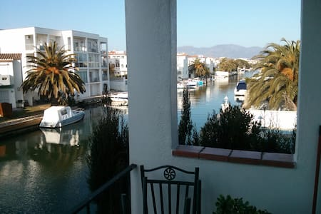 Apartment by the Channel. - Empuriabrava - Huoneisto