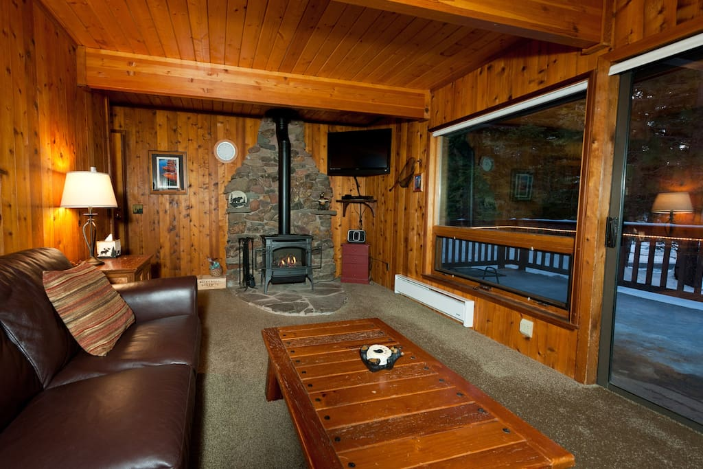 Cozy tahoe cabin near northstar cabins for rent in lake for Cabin rental tahoe