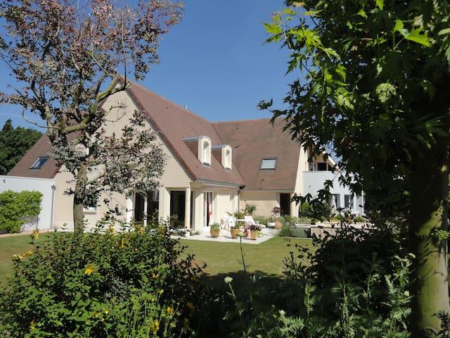 Caen-Nord. Chambre meublée indépendante en duplex - Caen - Bed & Breakfast