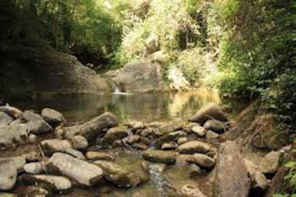 il fiume che forma piscine naturali