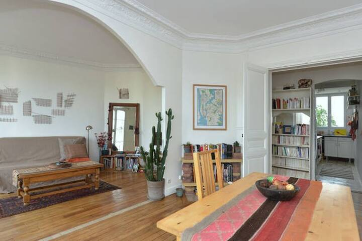 Nice bedroom in bright apt  - Saint-Denis - Departamento