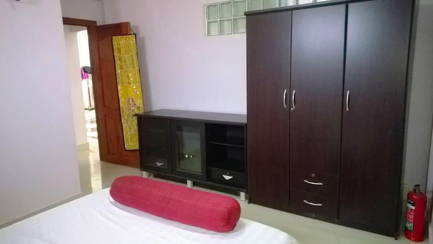 Central BKK1, large kitchen, cat - Phnom Penh - Apartment