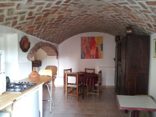 maison dans vieux village - Saint-Estève - Hus