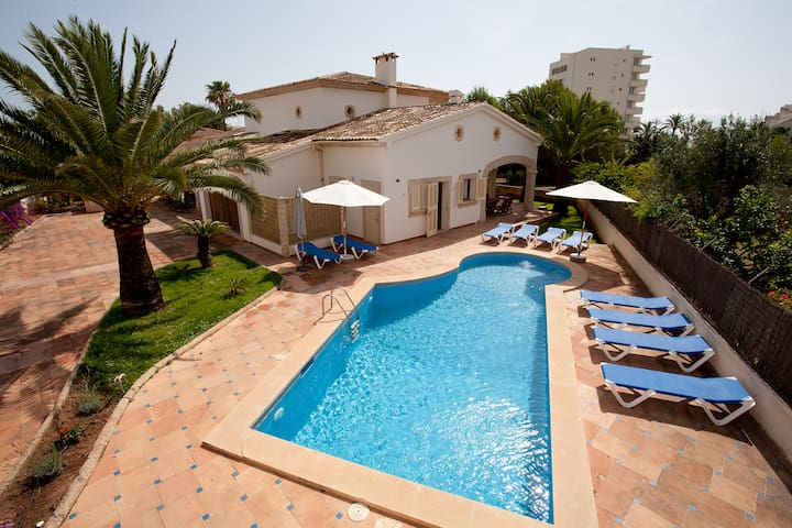 Amplia Casa con piscina  - Sa Coma - Huis
