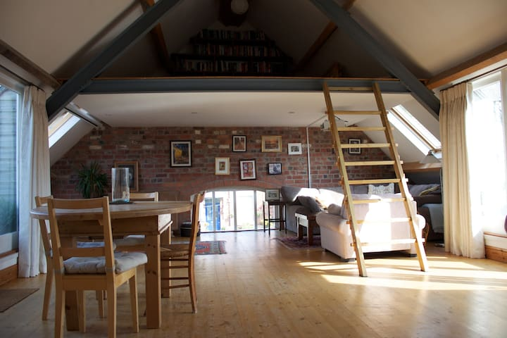 Spacious loft duplex apartment - Stroud - Appartement