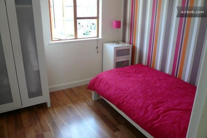 City center 10 minutes by train - Artane - Hus