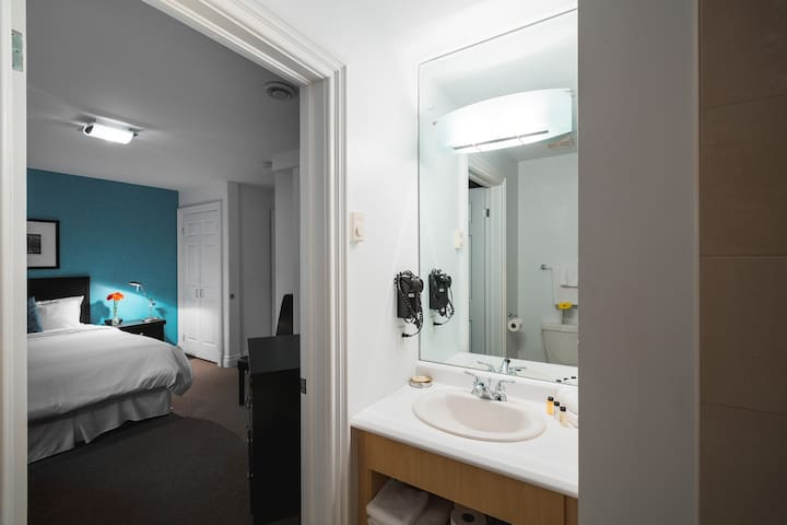 ★Bed&Breakfast Queen Private Room&Bath@Signal Hill