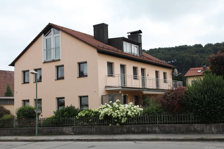 Schöne ruhige Dachgeschoßwohnung - Trostberg - House