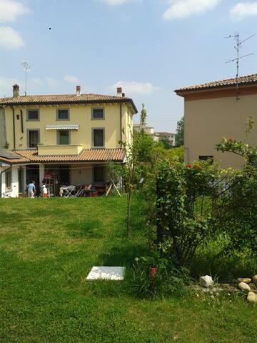 Pastrengo: Nice House with garden