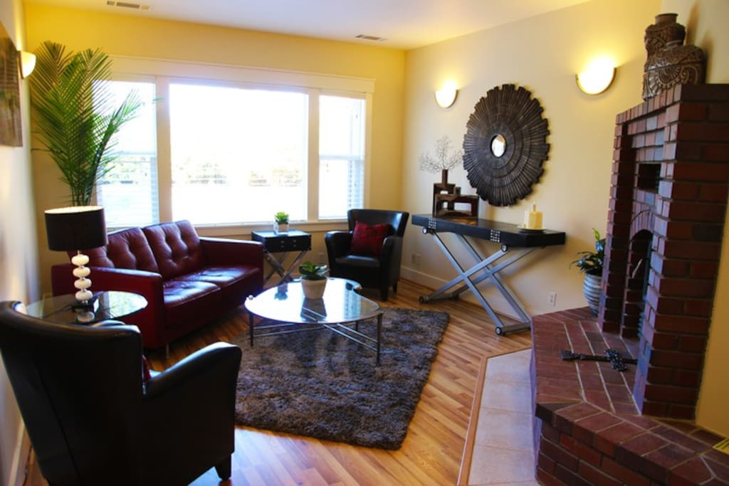 Formal Living Room- great if you'd rather chat while others are watching TV in the Family Room.