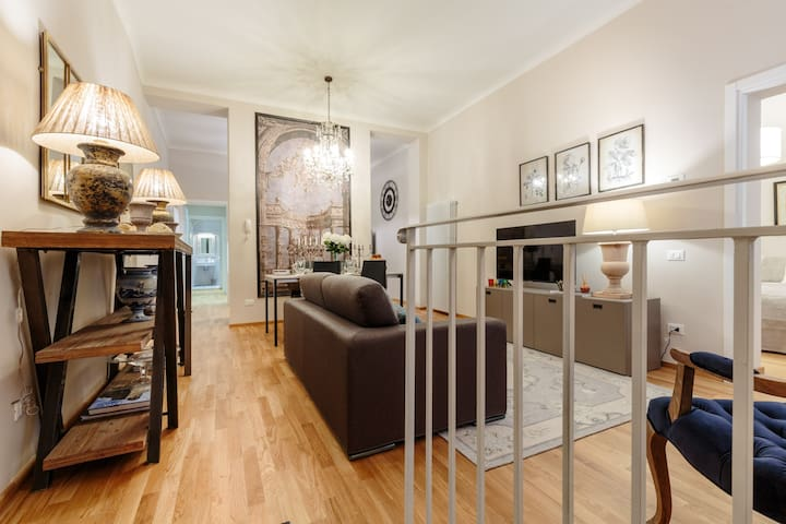 CASA BETTA Ground Floor Apartment with Wifi & Air Conditioning inside the Walls of Lucca