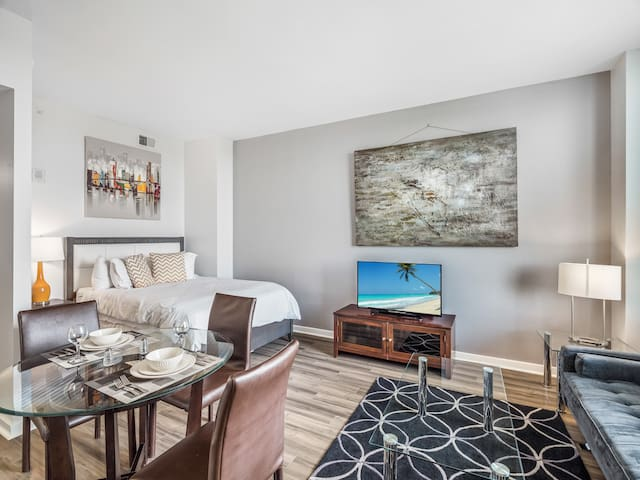 Luxury Studio Apt | Downtown Bethesda | by GLS
