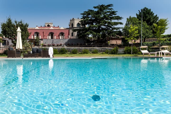 Villa On Wine Estate with Spectacular Private Pool