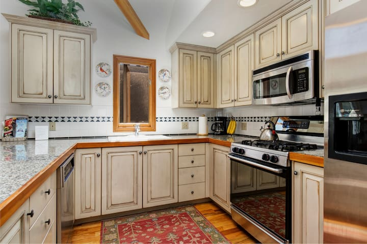 Enjoy gleaming hardwood floors in the kitchen.