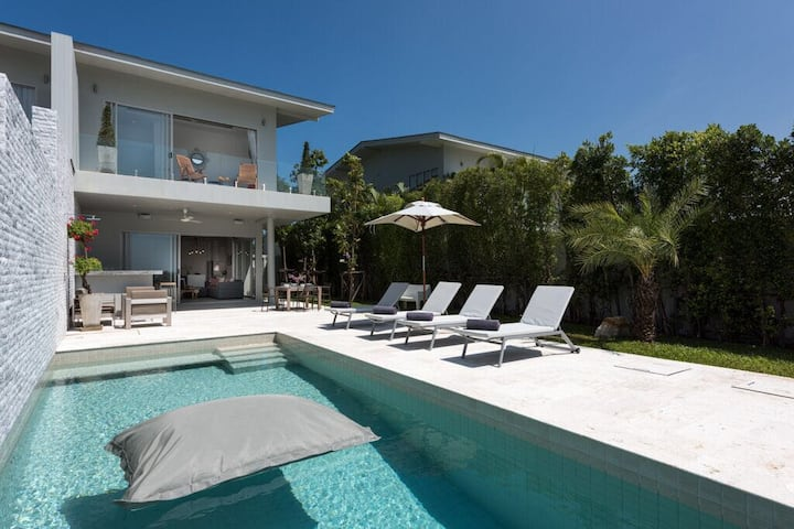 Luxury 3BR Modern Villa with Amazing Seaview