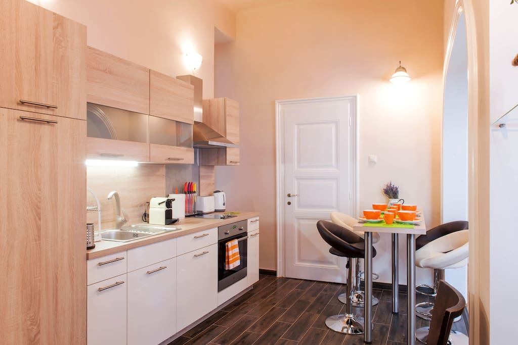 Kitchen and dining area – fully equipped and perfect for a fresh breakfast or a romantic dinner