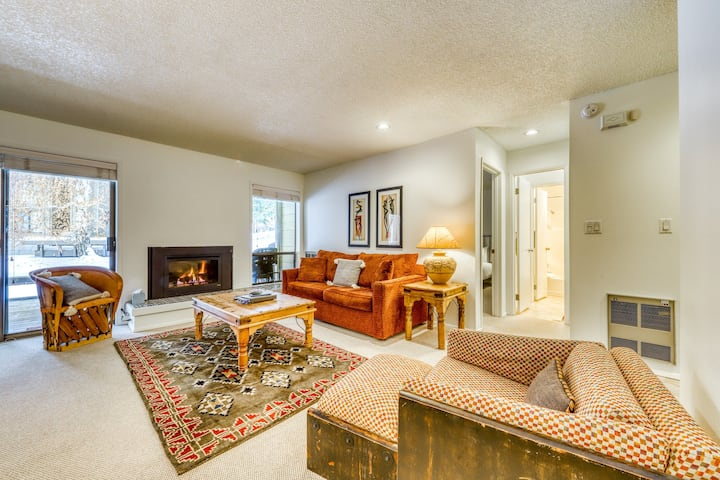 Friendly condo w/ pond views, gas grill, shared pool & hot tub access, & more!