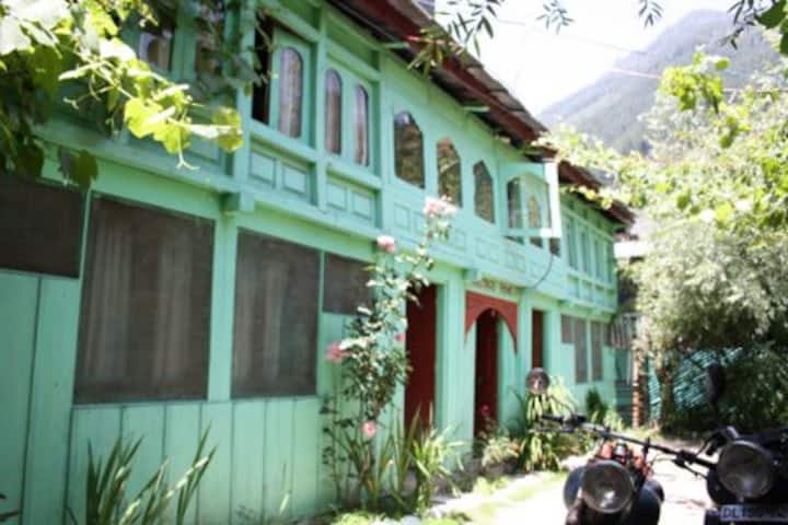 Rana's Jibhi Guesthouse front Room II