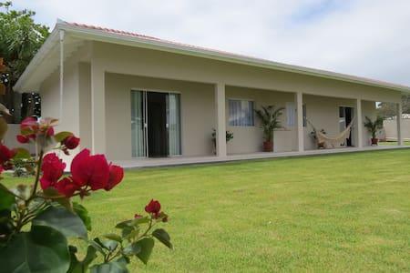 Casa 2 quartos- 80 metros da praia (acomodação 02)