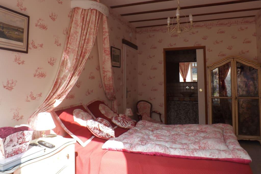 La chambre rose de la chuchoti re chambres d 39 h tes - Chambre d hotes le poteau rose ...