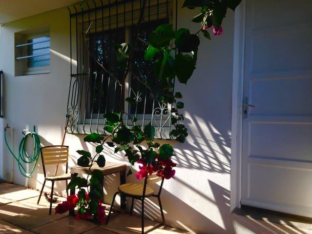 Studio avec jardin arboré au coeur de Trianon