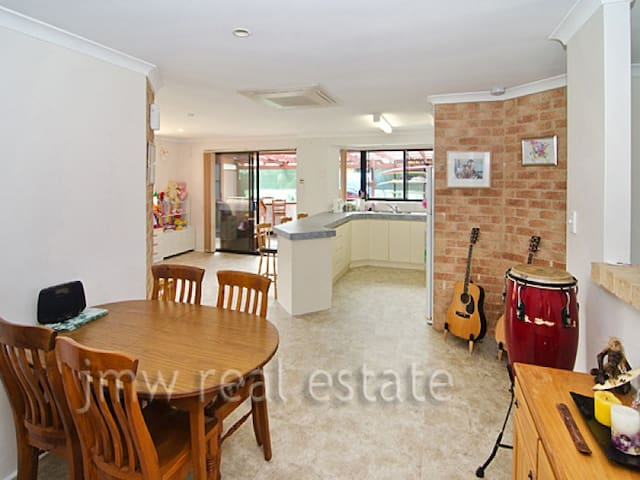 Single Girls Room Available - Dunsborough - House