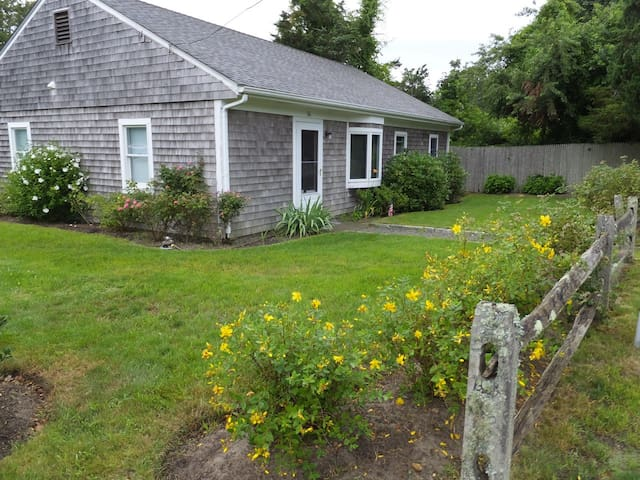 Perfect Location, Comfortable Home - Edgartown - Casa