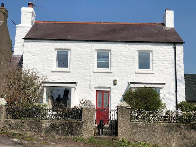 Traditional Pembrokeshire cottage in St Ishmaels