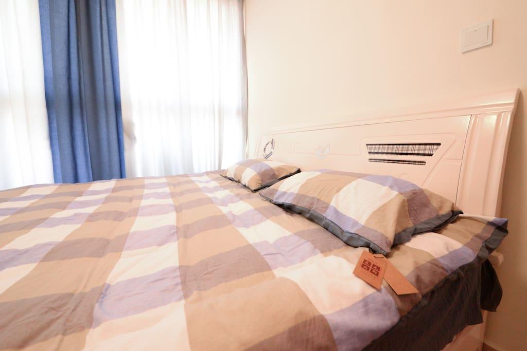 1.8米*2米的大床,无印良品的床上用品,柔软舒服