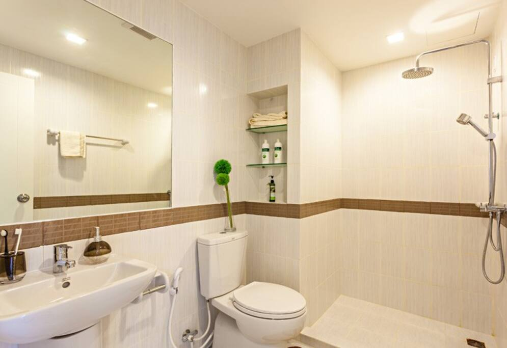 Bath Room with Dry & Wet Zone Separation