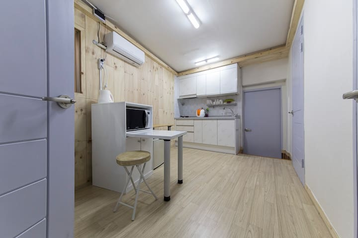 6 person two room (kitchen,bathroom) 6人