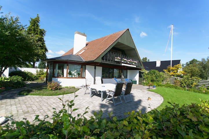Bo i grønt område ved Tuelsø