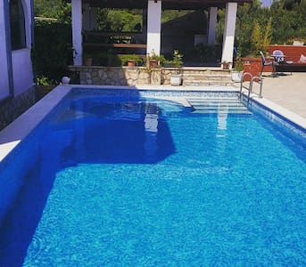 Apartment with swimming pool on island Hvar-Jelsa - Jelsa